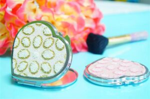 Compact Mirror Favors.